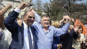 Manzur y Jaldo en tiempos felices: festejando en la plaza Yrigoyen de la capital tucumana el triunfo en 2015.