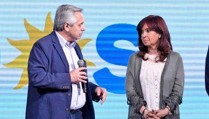 Pegarse en la frente. La tensión entre Alberto Fernández y Cristina Fernández de Kirchner detonó tras la derrota en las PASO y la no decisión presidencial de cambiar.