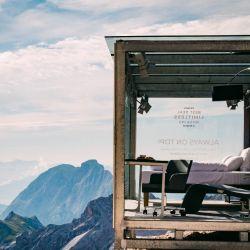 En Zugspitze, la montaña de los Alpes más alta de Alemania, se instaló una completa habitación de hotel de la cadena Accor.