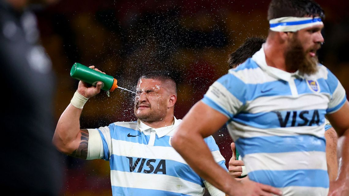 Argentina's Carlos Muzzio cools down with water during the rugby Championship match against New Zealand at the Suncorp Stadium in Brisbane on September 18, 2021.