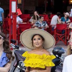 Emily in Paris 2 muestra los looks que podés usar en primavera