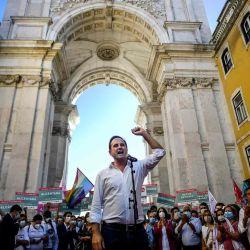 Alcalde de Lisboa y candidato del partido socialista para las próximas elecciones locales portuguesas, Fernando Medina pronuncia un discurso durante un mitin político en Lisboa.    Foto:AFP