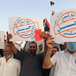 Libios se reúnen para expresar su apoyo al gobierno de unidad del país en la Plaza de los Mártires de Trípoli.    Foto:AFP