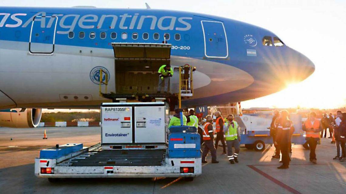 A shipment of Sinopharm Covid-19 jabs arrives at Ezeiza international airport via an Aerolíneas Argentinas flight.