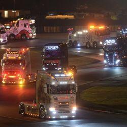 Desfile de camiones durante un concurso de camiones decorados, en Le Mans, oeste de Francia. | Foto:Jean-Francois Monier / AFP
