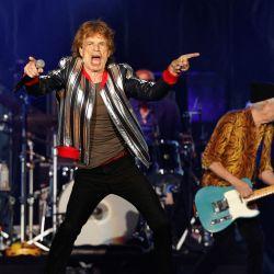 El cantante británico Mick Jagger y el bajista Keith Richards actúan durante la gira norteamericana de los Rolling Stones  | Foto:Kamil Krzaczynski / AFP