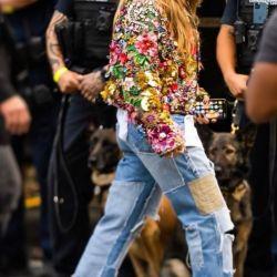 Los jeans baggy y desgastados de Jennifer López