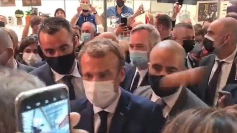 Huevazo a Emmanuel Macron 20210927