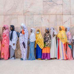 Los peregrinos hacen cola para entrar en la Gran Mezquita de Touba durante el Gran Magal de Mourides en Touba, la mayor peregrinación musulmana anual en Senegal, con cientos de miles de personas haciendo la peregrinación cada año. | Foto:CARMEN ABD ALI / AFP