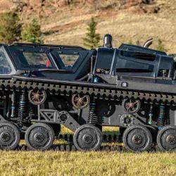 El Ripsaw está equipado con un par de orugas de poliuretano, que le permiten desplazarse por cualquier terreno.