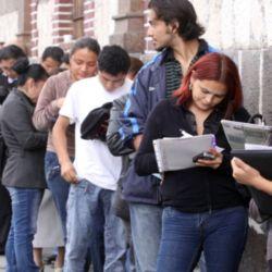 Largas filas para conseguir empleo.  | Foto:CEDOC