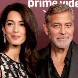"""Amal Clooney y George Clooney asisten al estreno de """"The Tender Bar"""" de Amazon Studios Presents Los Ángeles en el DGA Theater Complex en Los Ángeles, California.   Foto:Frazer Harrison/Getty Images/AFP"""