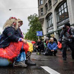 Manifestantes afiliados al movimiento ecologista global Extinction Rebellion realizan una protesta en el centro de la ciudad de Zúrich.   Foto:Fabrice Coffrini / AFP