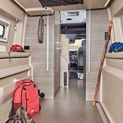 El camper se destaca por el uso inteligente del espacio interno.