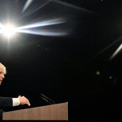 El primer ministro británico, Boris Johnson, pronuncia su discurso de apertura en la última jornada de la Conferencia anual del Partido Conservador en el centro de convenciones Manchester Central en Manchester, noroeste de Inglaterra.   Foto:Ben Stansall / AFP