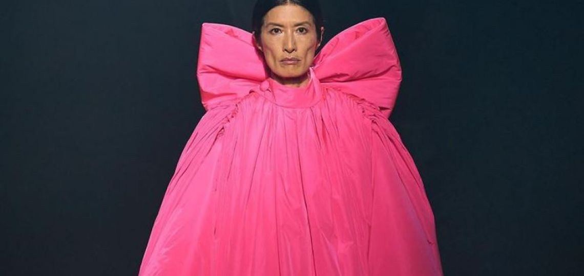 Alber Elbaz fue inmortalizado en el Paris Fashion Week