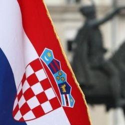 Bandera croata en la Plaza Ban Jelacic.
