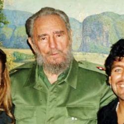 Castro con Maradona y Mavys Álvarez.  | Foto:CEDOC