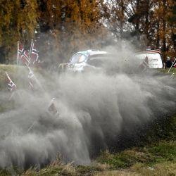 Adrien Fourmaux de Francia y su copiloto Alexandre Coria compiten con su Ford Fiesta WRC durante la etapa especial 13 de Arvaja durante el Rally de Finlandia. | Foto:Jussi Nukari / Lehtikuva / AFP