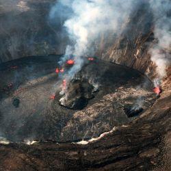 Esta imagen muestra la continua erupción del volcán Kilauea en Hawái.   Foto:Handout / US Geological Survey / AFP