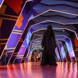 La gente camina mientras visita el pabellón de Australia en la Expo 2020 en el Emirato del Golfo de Dubai. | Foto:Karim Sahib / AFP