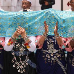 Una compañía folclórica marroquí actúa en el interior del pabellón de Marruecos en la Expo 2021 en el Emirato del Golfo de Dubai.   Foto:Karim Sahib / AFP