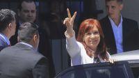 Cristina Kirchner, en una foto de archivo, saliendo del Tribunal Federal 8.