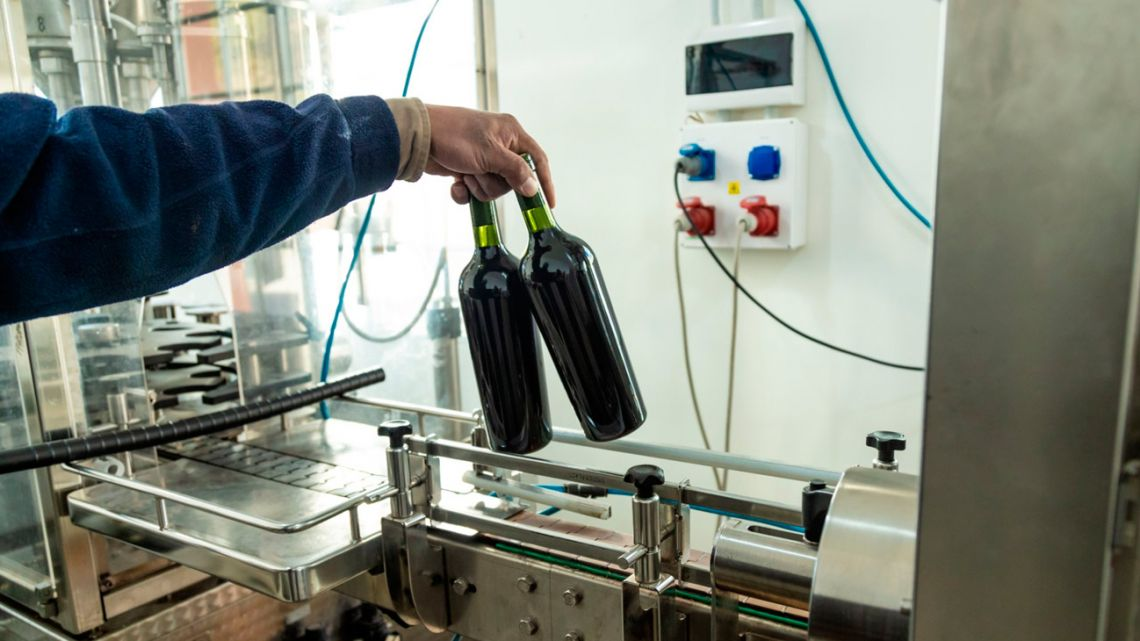 Argentina's famed vineyards are struggling to find wine bottles amid a global shortage of glass, in the latest example of supply backlogs hitting local production.