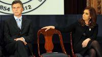 El éxtasis de la grieta. Ambos ex presidentes en 2014 comparten escenario pleno de gestualidad.