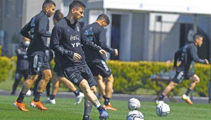 Pase. Messi volverá a juntarse con Lautaro ante Uruguay, al que le hizo cuatro goles por Eliminatorias.