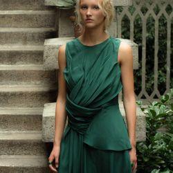 Los diseños de Adriana Morandi combinan lo futurista con lo atemporal.