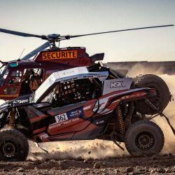 Lebedev Pavel y su copiloto Shibin Kirill compiten durante el Rally de Marruecos 2021, en el desierto de la región de Zagora. | Foto:Fadel Senna / AFP