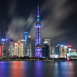 Una vista general muestra el distrito financiero de Lujiazui en Shanghai. | Foto:Hector Retamal / AFP