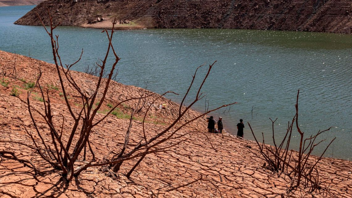 Fishermen on the shore of Lake Oroville during a drought in Oroville, California, on October 11. Photographer:
