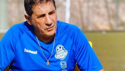 CARNEVALI. El exfutbolista argentino relató detalles de la catástrofe en Canarias. Su nieto juega al fútbol en el club que asiste a los damnificados.