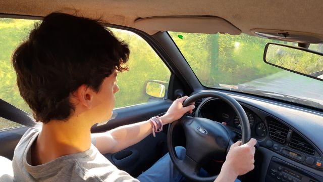 Aprender a manejar en un lugar seguro ¿es posible?