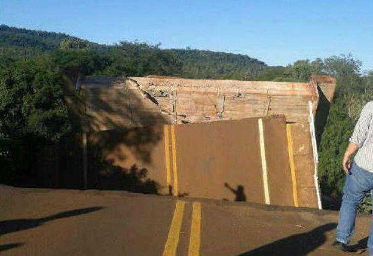 El puente cedió como consecuencia de las lluvias torrenciales en Misiones.