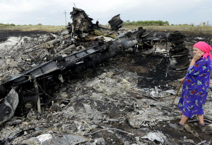 Lo más probable es el avión haya sido alcanzado por un BUK o algún otro misil similar de guiado por radar activo o semi-activo.