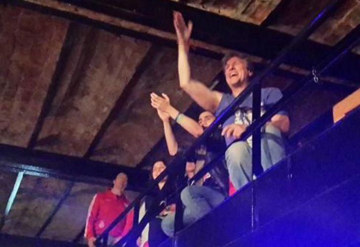 El vicepresidente procesado asistió al show de su banda favorita.