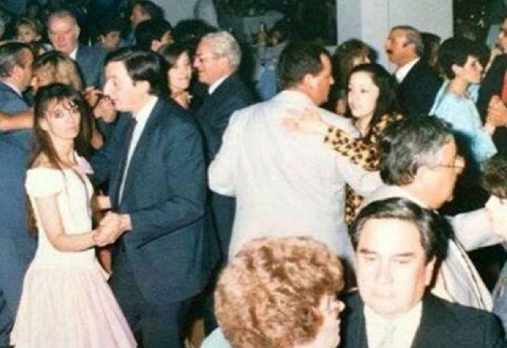 La imagen muestra a la presidenta bailando junto a Néstor en Río Gallegos.
