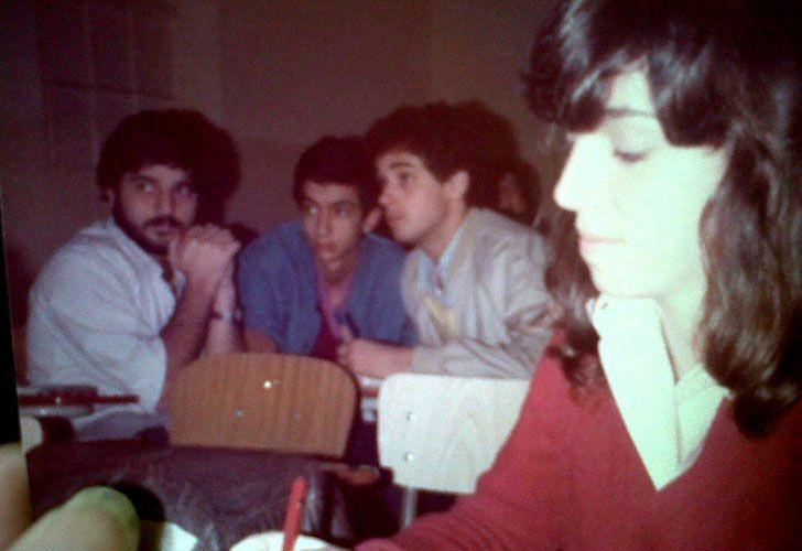 Cerati y Zeta en el centro de la foto, en sus días de universitarios