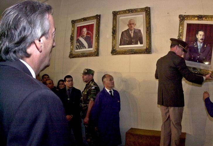 Momento clave: Néstor Kirchner ordena bajar el cuadro de Videla