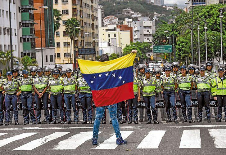 Divididos. La crisis política, económica y social en Venezuela convulsiona al Mercosur. Brasil y Paraguay opinan que Maduro no puede asumir el liderazgo del bloque.