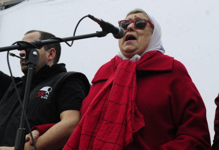 Hebe de Bonafini junto a la militancia en la ronda de los jueves número 2000 de Madres de Plaza de Mayo.