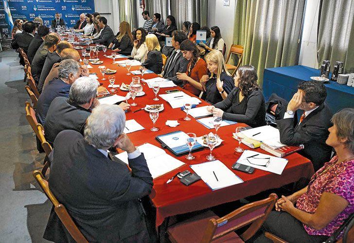 Encuentro. Una de las reuniones impulsadas por la comisión con representantes de la sociedad civil, en la que se cruzaron miradas contrapuestas sobre la Justicia.