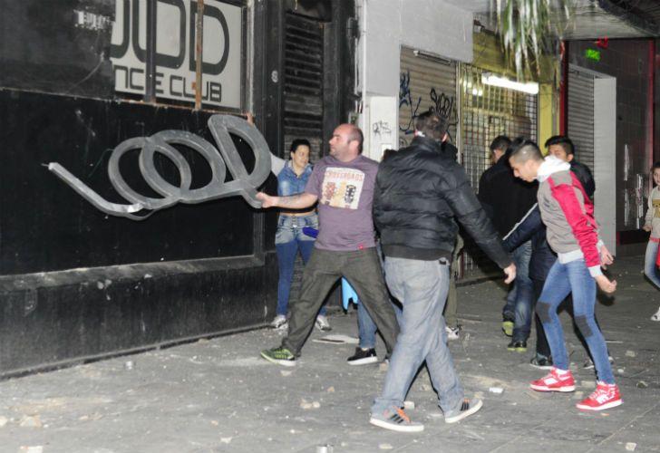 Familiares de Rocío Artigas atacaron el boliche donde aparentemente la joven habría consumido drogas.