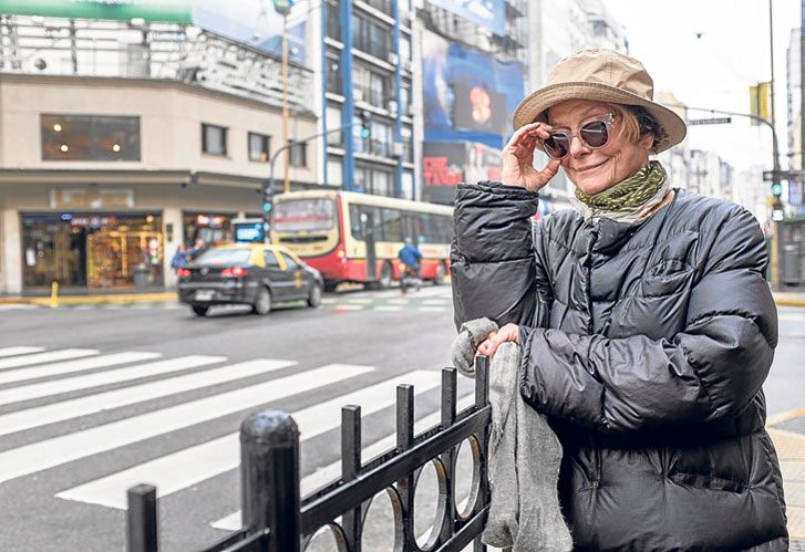 'Silencios de familia'. Marini es parte del programa de El Trece, volviendo así a la TV. Interpreta a la madre de Adrián Suar, de quien disfruta la comedia.