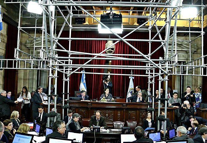 Andamios. Esta semana, los senadores nacionales sesionaron en medio de estructuras metálicas.