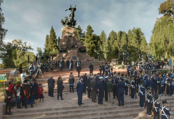 El acto de Macri se realiza en el Cerro de la Gloria.