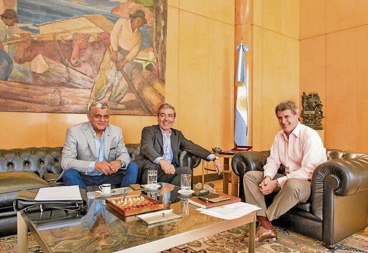 SACA CUENTAS. Prat-Gay, en la foto junto a José Cano, mide el impacto del freno de la Corte.